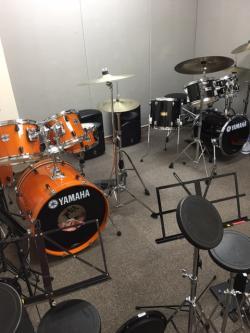 大人の音楽レッスン ドラム部屋
