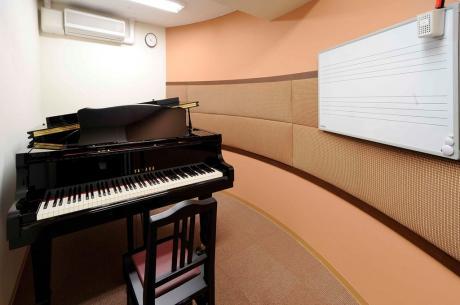 ピアノ レッスンルーム2