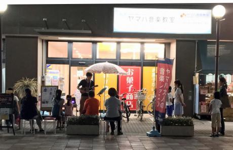 ウクレレ店頭デモ演奏(夜)