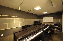 ピアノのグルーレッスンルーム