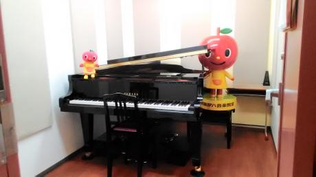 グランドピアノでレッスン