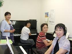 「大人のピアノ」レッスンも大人気!