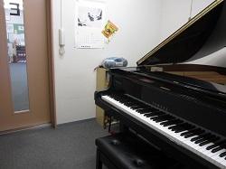 ピアノ個人レッスン室