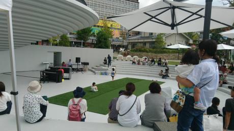 天理駅前広場コフフンでのコンサートの様子♪