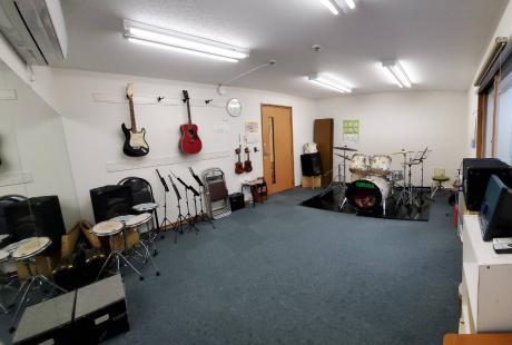 ギター・ドラムレッスン室