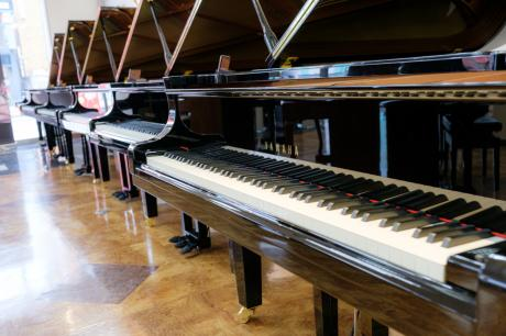 グランドピアノ 多数展示しています