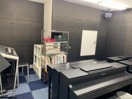 ピアノ・エレクトーンレッスン室