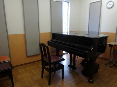 S部屋(ピアノ)