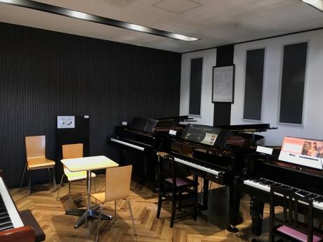 グランドピアノ試弾室