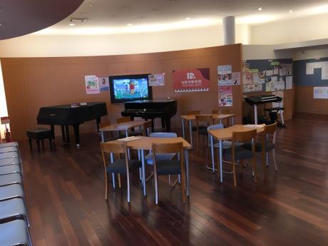 広くておしゃれなロビーです♪ グランドピアノが並んでいます♪♪